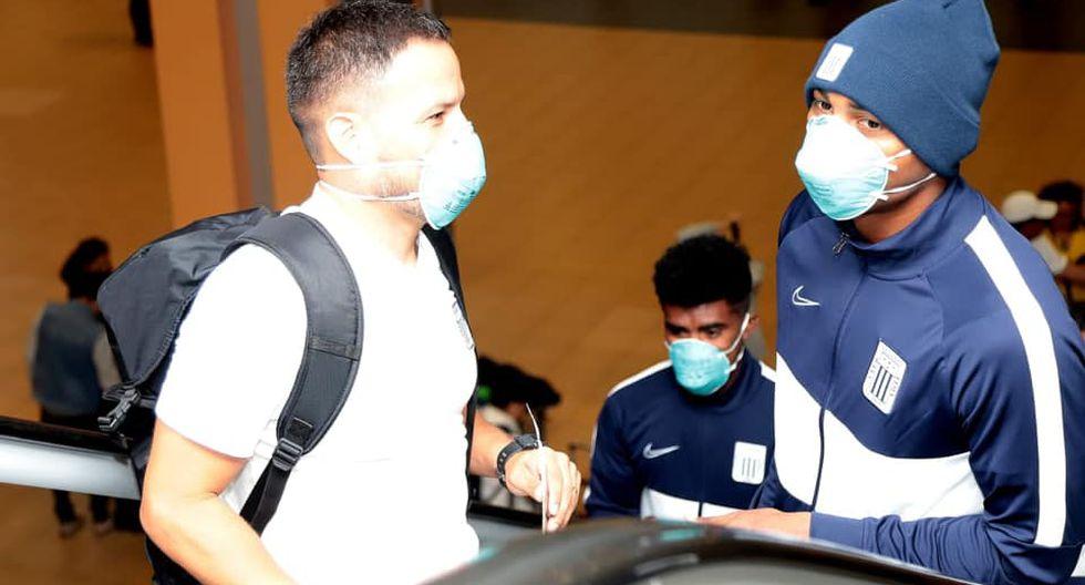 Jugadores de Alianza Lima viajaron con mascarillas para prevenir contagio del coronavirus