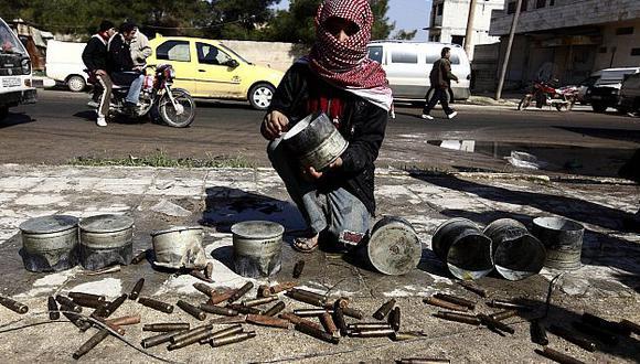 Casquillos de gran calibre demuestran el uso de artillería pesada contra los civiles. (Reuters)