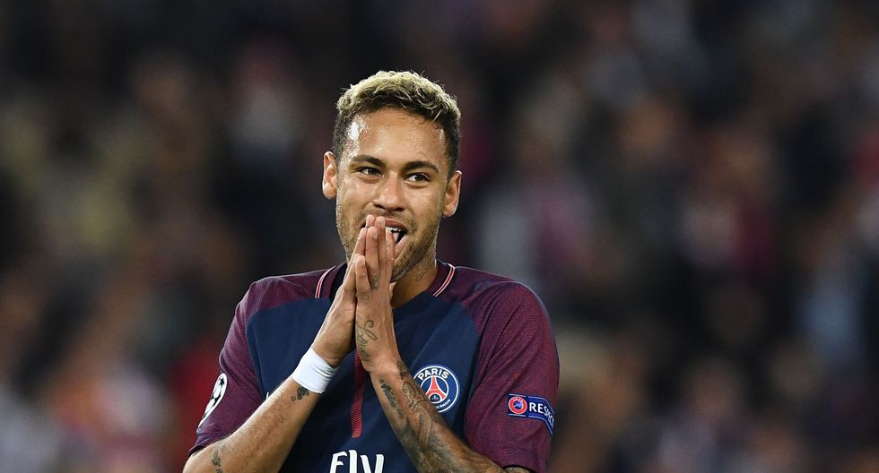 Neymar se convirtió en el jugador más caro de la historia del fútbol luego que PSG desembolsara 222 millones de euros al Barcelona por los servicios del crack brasileño. (AFP)