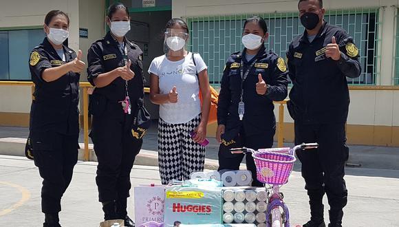 Piura: efectivos de la policía hacen donación de pañales y juguetes a niña del hospital Santa Rosa (Foto: hospital Amistad Perú-Corea)