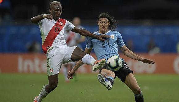Luis Advíncula convirtió en gol el cuarto penal de Perú ante Uruguay. (Foto: AFP)