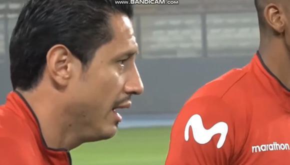 Gianluca Lapadula demostró que se sabe el 'Contigo Perú' en la previa del Perú vs. Colombia. (Captura: Selección Peruana)