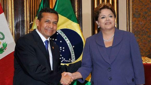 Dilma Rousseff y Ollanta Humala se estrechan las manos en Palacio de Gobierno. (Difusión)