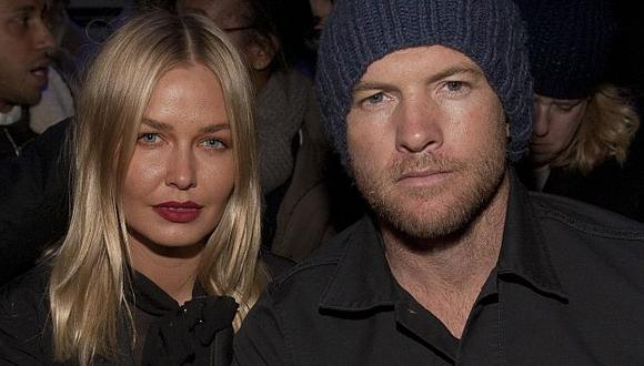 Sam Worthington y su pareja Lara Bingle. (AP)