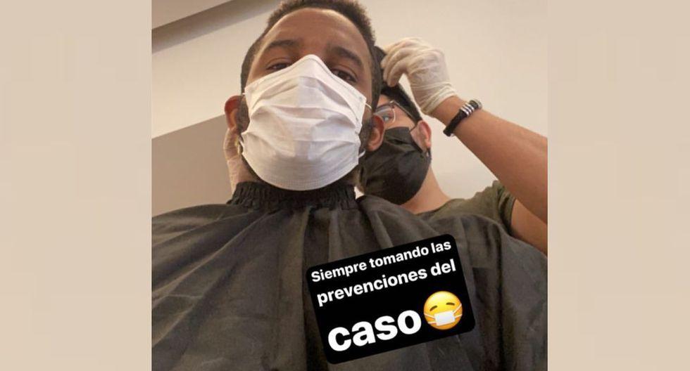 Jefferson Farfán y su barbero con los tapabocas. (Instagram)