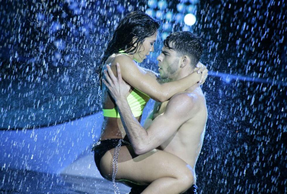 Vania Bludau y Oreykel en una sensual perfomance en 'Reyes del show'