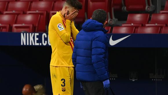 Piqué se retiró de la cancha del Wanda Metropolitano caminando pero sin flexionar la rodilla. (Foto: AFP)
