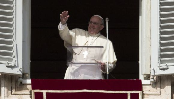 Católicos apoyan al papa Francisco, pero están divididos sobre doctrina de la Iglesia. (AP)