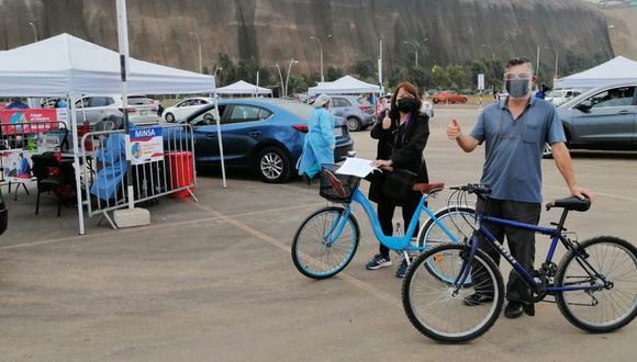 Vacunan en la Costa Verde a personas, entre 60 a 62 años, que lleguen en bicicleta en el espacio del vacunacar en Magdalena. (Foto: Municipalidad de Magdalena)