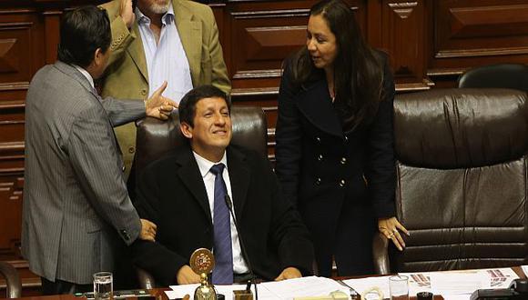El oficialismo en el Congreso, encabezado por Víctor Isla, parece sentirse cómodo con esta situación. (Perú21)