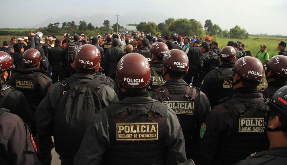 Trabajadores de Agro Pucalá se enfrentaron a la Policía por la administración judicial de la azucarera. (Fabiola Valle)