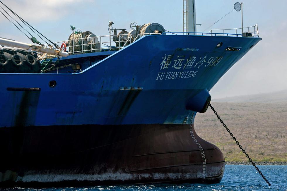 Cada barco chino de pesca de pota tiene una bodega con capacidad para 300 toneladas.
