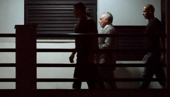 El ex presidente de Brasil Michel Temer durante su llegada con escolta policial a la sede de la Policía Federal en Río de Janeiro, Brasil, el 21 de marzo de 2019. (Foto: AFP)