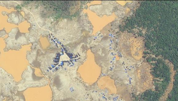 Tragedia. La minería ilegal acaba con la vida en la Amazonía y depreda los suelos indiscriminadamente. (GEC)