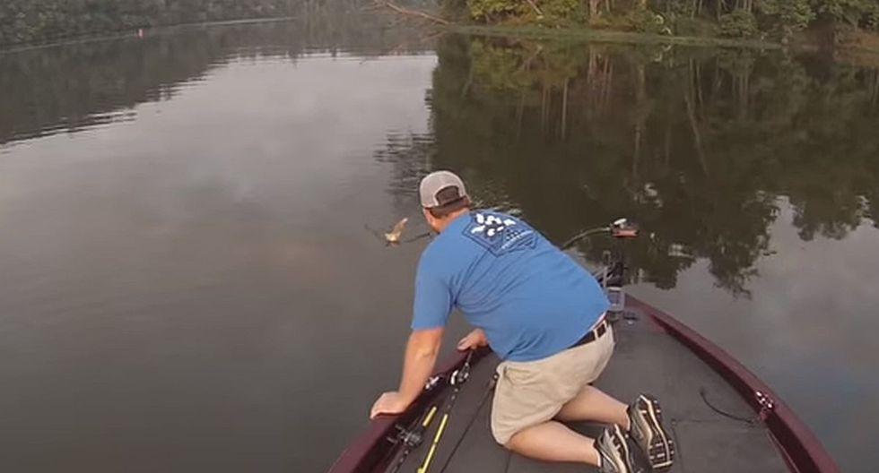 Cuando se disponían a pescar, ambos hombres vieron a un gatito nadando hacia su bote. (Foto: captura Facebook)
