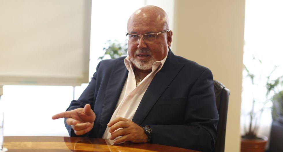 Carlos Bruce (Mario Zapata)