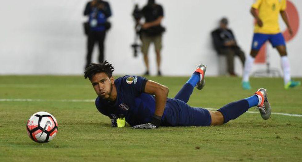 Pedro Gallese reveló que fue amenazado por Edwin Oviedo para firmar por Veracruz. (AFP)