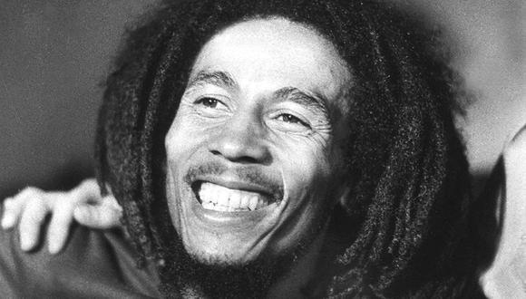 Basándose exclusivamente en fotografías de los archivos de la familia Marley, el libro mezcla lo icónico y lo íntimo, reuniendo imágenes de Bob Marley como intérprete y su vida familiar en Jamaica. (Foto: AFP)