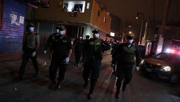 La Policía Nacional y las Fuerzas Armadas se encargan de hacer cumplir la orden de inamovilidad. (Foto: GEC)