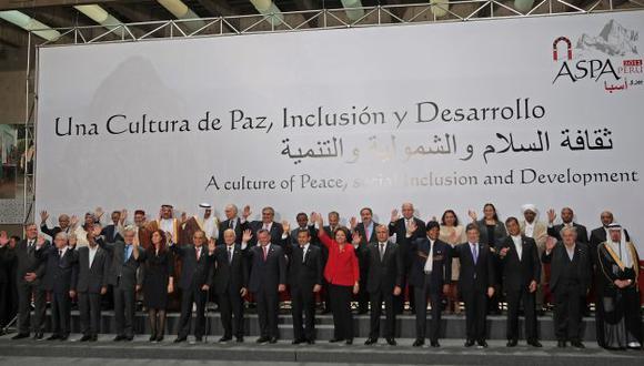 INTEGRACIÓN PARA EL DESARROLLO. Foto oficial de jefes de Estado y gobernantes de la III Cumbre de ASPA. (Alberto Orbegoso)
