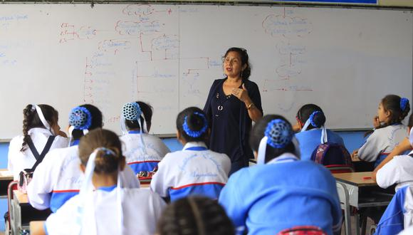 Aumento aplica tanto para docentes nombrados como contratados y para auxiliares de educación. (GEC)