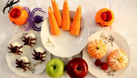 Se puede disfrutar de un Halloween en casa con snacks saludables que incluyan una importante variedad de frutas en presentaciones terroríficas e innovadoras. (Municipalidad de Lima)