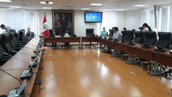 Los presidentes de Justicia y Mujer, Oliva y Pariona, y el legislador De Belaunde fueron los únicos presentes.