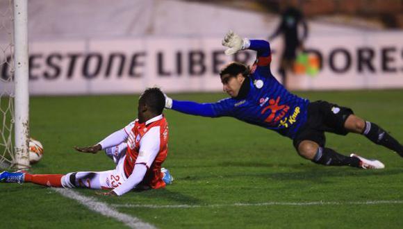Santa Fe jugó sin complejos en Cusco. Los colombianos supieron aprovechar los errores de la zaga cusqueña. (A. Currarino)