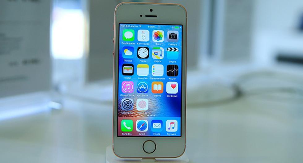 El iPhone SE fue el primer teléfono de Apple de gama media, pero que incluía componentes de gama alta, siendo uno de los smartphones más populares en 2016. (Getty)
