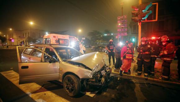 Así quedó la camioneta que impactó contra una minivan en el Cercado de Lima. (Foto:  César Grados /@photo.gec)