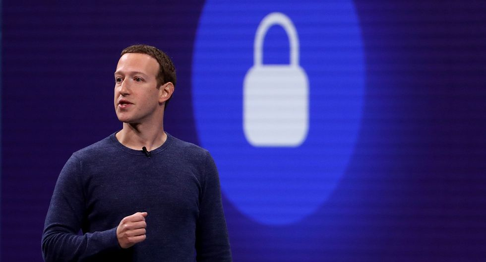 Facebook te ayudará a encontrar pareja estable mediante este nuevo servicio. (AFP)
