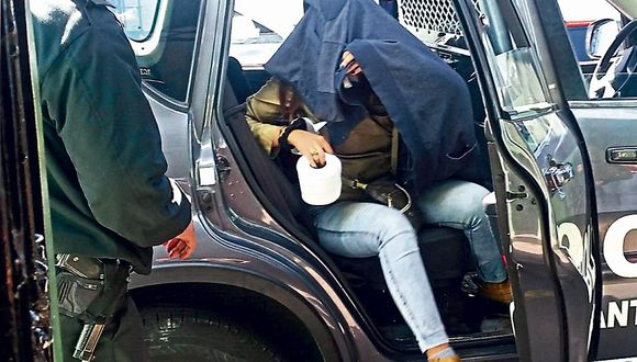 Trabajadora fue intervenida en su oficina por los detectives y confesó el delito. (USI)