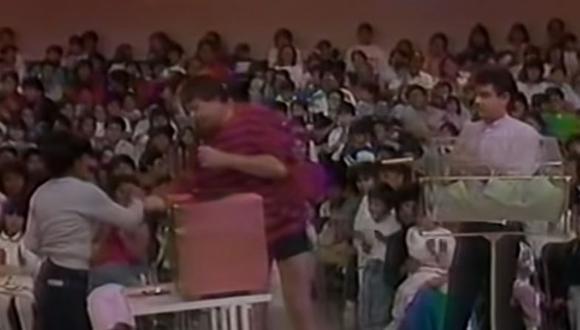 """Eugenio Derbez fue el ayudante de """"Chabelo"""" en un programa de televisión mexicano. (Foto: Captura de YouTube)"""