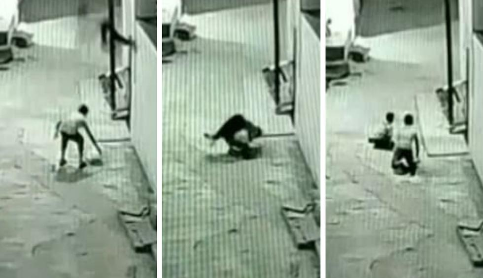El niño había trepado hasta lo alto de un inmueble para recuperar la cometa que volaba con sus amigos. (Fotos: Daily Mail en YouTube)