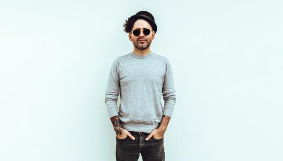 Eduardo Cabra, quien fuera 'Visitante' en Calle 13, presenta su nueva faceta en solitario.
