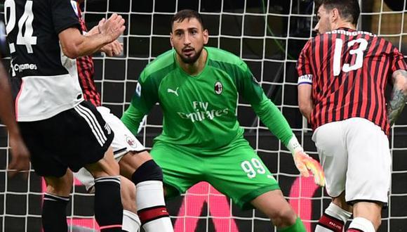 Gianluigi Donnarumma y otro futbolista de AC Milan dieron positivo en el hisopado. (Foto: AFP)