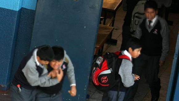 SUFREN EN SILENCIO. Gran parte de los escolares agredidos prefieren callar por temor a las represalias. (Heiner Aparicio)