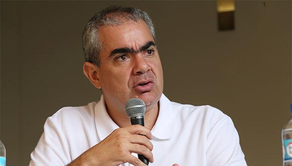 Manuel Velarde fustigó duramente a Ricardo Belmont y Renzo Reggiardo. (Foto: Agencia Andina)