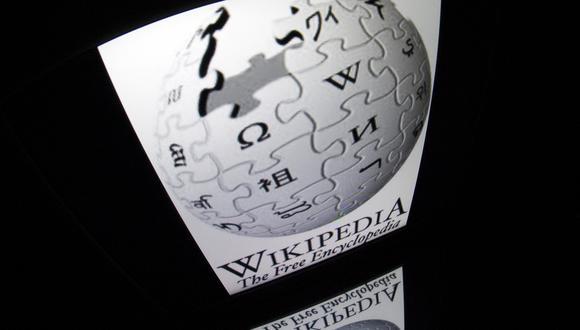 """Esta foto de archivo tomada el 4 de diciembre de 2012 muestra el logo de """"Wikipedia"""" en la pantalla de una tableta en París. (Lionel BONAVENTURE / AFP)."""