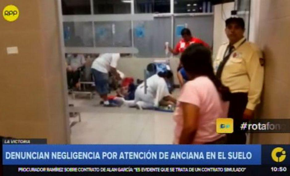 Denuncian negligencia por atención de anciana en el suelo de hospital Almenara (Captura: RPP Noticias)