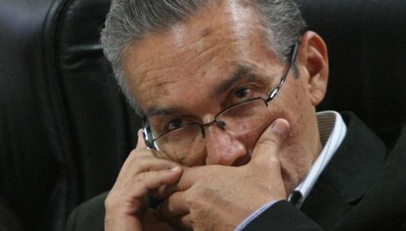 Aguinaga cuestiona millonaria compra. (Luis Gonzales)