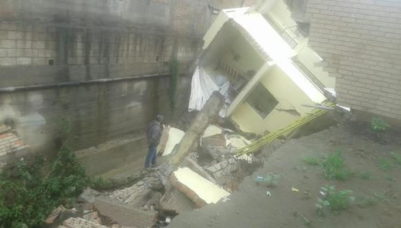 El alcade de Yanahuara advirtió que otros cuatro inmuebles están en riesgo de colapsar.