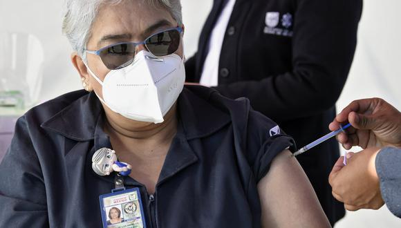 La Comisión Federal para la Protección contra Riesgos Sanitarios autorizó la vacuna de AstraZeneca para uso de emergencia. (Foto: Alfredo ESTRELLA / AFP)