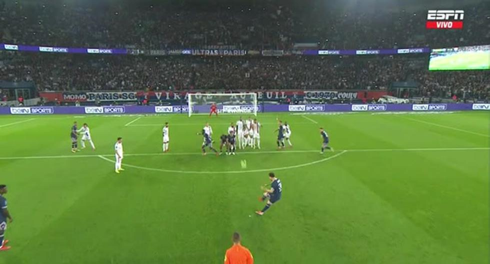 Lionel Messi todavía no puede celebrar: el poste le negó el gol tras un tiro libre