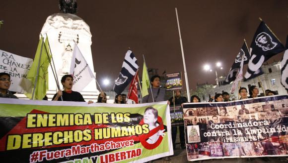 PROTESTAS. Grupos de ciudadanos se reunieron anoche en la plaza San Martín para reclamar por esta designación. (Luis Gonzales)