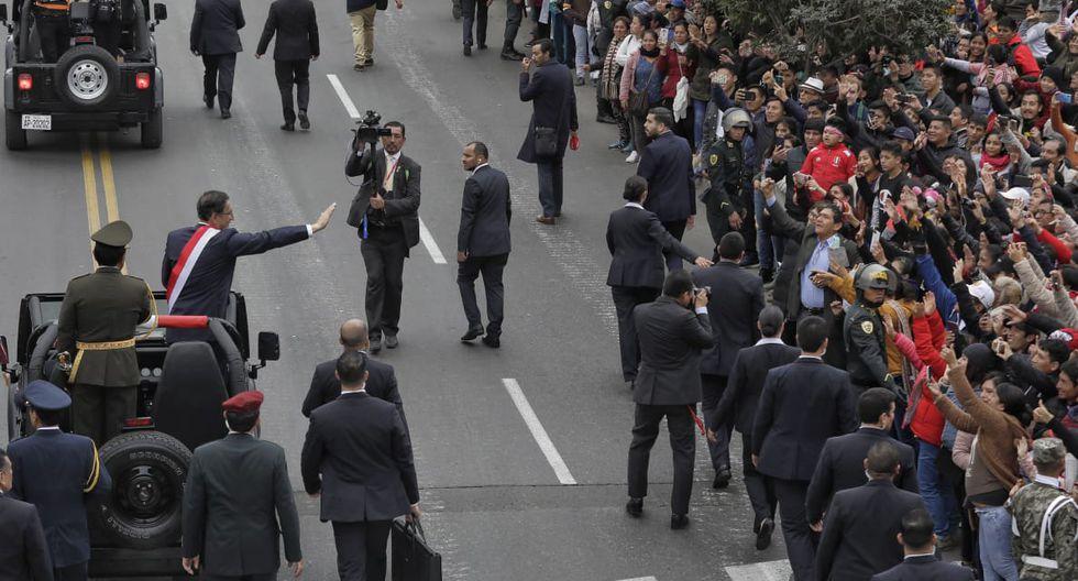 """Asistentes al Desfile y Parada Militar le gritaron a Martín Vizcarra: """"Cierren el Congreso"""". (Anthony Niño de Guzmán)"""