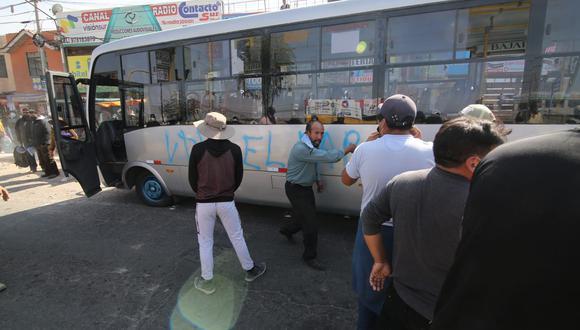 Arequipa: Transportistas de carga pesada que acatan el paro nacional indefinido protagonizaron actos vandálicos en el Cono Norte de Arequipa. (Foto: Leonardo Cuito)