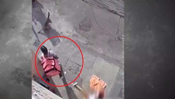 En Surquillo, un falso repartidor de delivery robó el celular a menor de edad. (Captura: América Noticias)