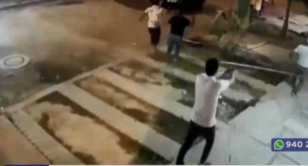 Policía abate a delincuente durante asalto en casa de apuestas (Captura: América Noticias)