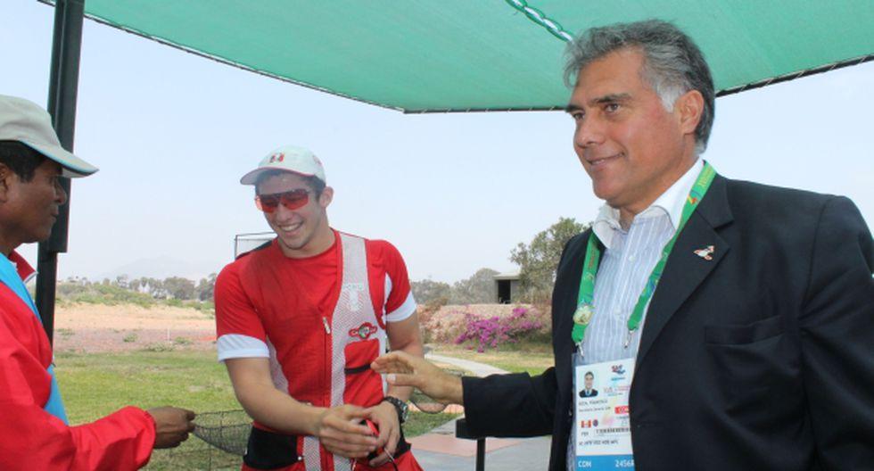 Ganadores. Francisco Boza junto al medallista en tiro Nicolás Pacheco. (Difusión)
